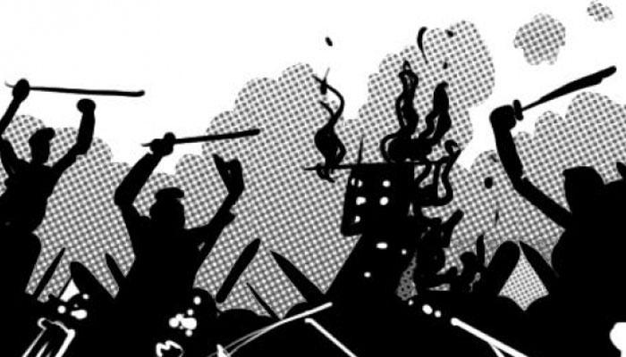 প্রতিবাদী খুনে ধৃতদের ফাঁসির দাবিতে পুলিস-জনতা খন্ডযুদ্ধ