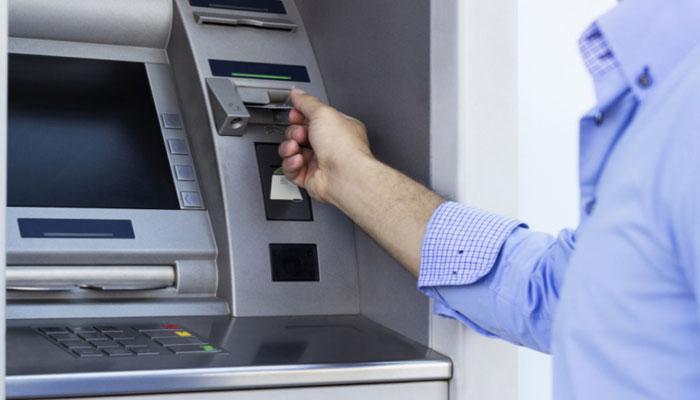 কীভাবে নিমেষে ব্যাঙ্ক অ্যাকাউন্ট থেকে টাকা গায়েব করে দিচ্ছে ATM হ্যাকাররা?