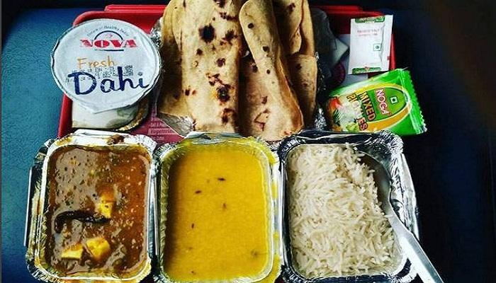 যাত্রীদের 'খাওয়ার অযোগ্য' খাবার দেয় ভারতীয় রেল, রিপোর্ট CAG-এর