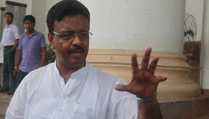 সিবিআই অফিসে হাজিরা দিলেন ফিরহাদ হাকিম, আজ হাজিরা দিতে পারেন শুভেন্দুও