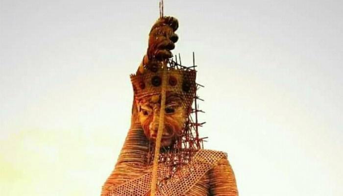 দমকা হাওয়ায় লুটিয়ে পড়ল 'বিশ্বের সবচেয়ে বড় দুর্গা'! তবুও দমতে নারাজ নূরউদ্দিন