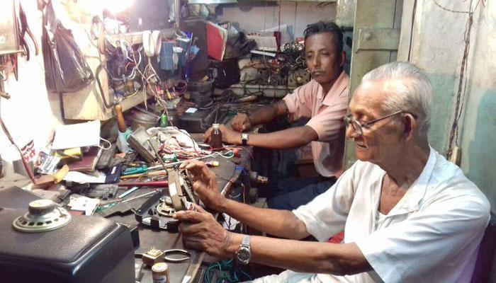 বাঙালির রেডিওলজিতে শান দিতে আজও রেডি বলাইবাবুরা