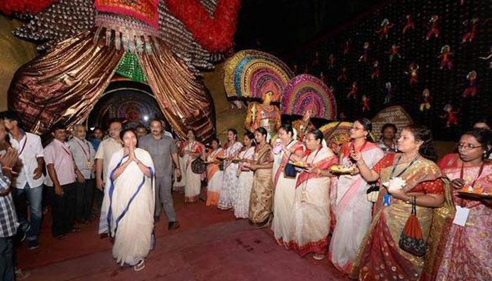 সেজে উঠেছে মহানগর, মহালয়া থেকে প্রতিদিনই পুজোর উদ্বোধন করে চলেছেন মুখ্যমন্ত্রী