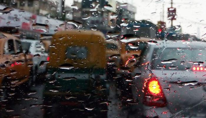আরও ৪৮ ঘণ্টা বৃষ্টির পূর্বাভাস, জলমগ্ন শহরে নাকাল নিত্যযাত্রীরা