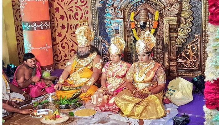 মেয়ে 'লক্ষ্মী'র সঙ্গে 'বিষ্ণু'র বিয়ে দিলেন আরেক 'বাবা'! ভাইরাল ছবি