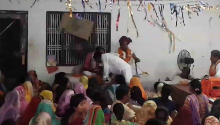 মহিলার সঙ্গে অবৈধ যৌন সম্পর্কের অভিযোগ, নিজের পুরুষাঙ্গ কাটলেন 'বাবা'