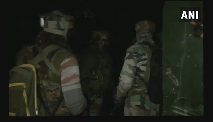 মাঝ রাতে গুলির লড়াই, ৩ জঙ্গিকে উড়িয়ে দিল সেনা বাহিনী