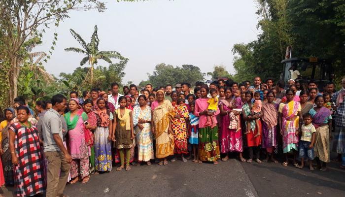 ওদলাবাড়িতে বিক্ষোভ, জাতীয় সড়ক অবরোধ গ্রামবাসীদের