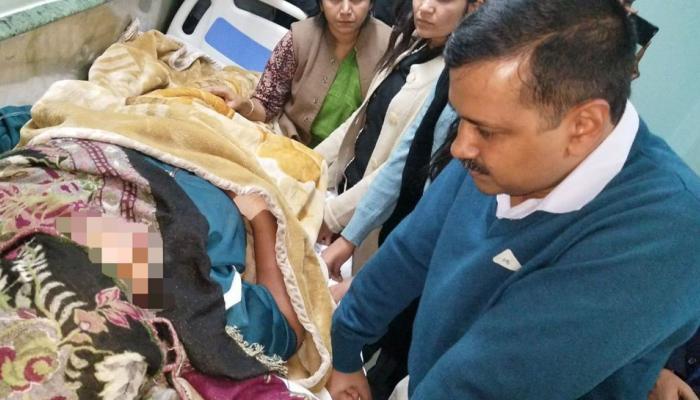 দিল্লির নারেলার ঘটনায় নির্যাতিতার সঙ্গে দেখা করলেন কেজরিওয়াল