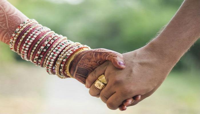 পুলিসের হাজিরায় মালাবদল, পার্ক থেকে সোজা ছাদনাতলায় দম্পতি