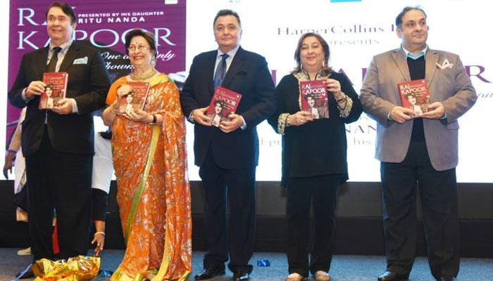 'রাজ কাপুর- দ্য ওয়ান অ্যান্ড ওনলি শো ম্যান', ৯৩তম জন্মদিনে বাবাকে নিয়ে মেয়ে রীতু নন্দার বই উদ্বোধন