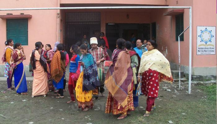অন্ধকারে পড়ুয়াদের ভবিষ্যত্, রাতরাতি স্কুলে তালা ঝুলিয়ে দিল কর্তৃপক্ষ