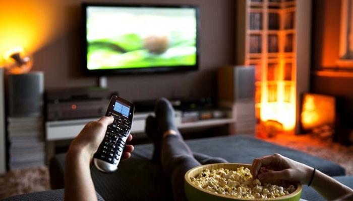 সাবধান পুরুষ! অতিরিক্ত টিভি দেখা ডেকে আনতে পারে বন্ধ্যাত্ব