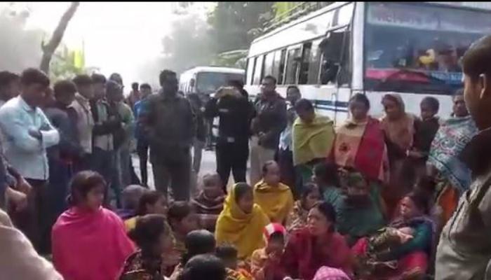'ধর্ষণের পর খুন', দেহ নিয়ে রাজ্য সড়ক অবরোধ