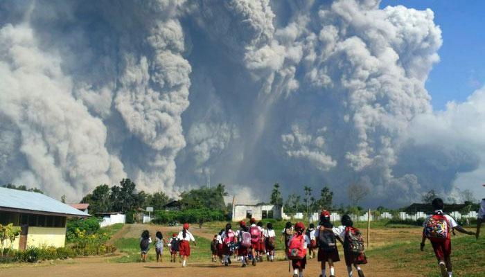 ঘুম ভাঙল সিনবাং-এর, ইন্দোনেশিয়ার আকাশ ঢাকল কালো ধোঁয়ায়