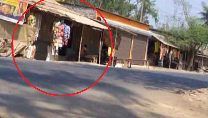 বিধায়ক দীপালি ঘোষের আত্মীয়ের দোকানের সামনে চিপসের প্যাকেট, ভিতরে মজুত অস্ত্র