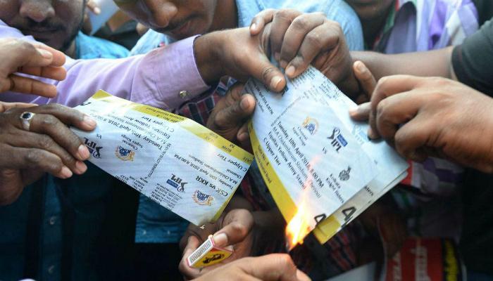 চেন্নাই-কলকাতা ম্যাচের টিকিট ও জার্সি পুড়িয়ে বিক্ষোভ তামিলনাড়ুতে