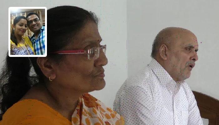 সম্পত্তির দলিল 'উপহার' দিতে চান স্ত্রীকে, বাবা-মায়ের গায়ে থুতু ছেটাল ছেলে
