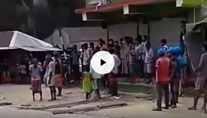 পথ অবরোধ ঘিরে ধুন্ধুনার উত্তর দিনাজপুরের করণদিঘিতে