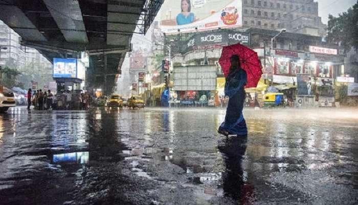 চতুর্থীর দুপুরে বৃষ্টি নামল কলকাতায়, সন্ধ্যাতেও চলবে বৃষ্টি