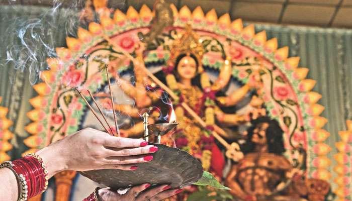 আনন্দে মেতেছে ওপার বাংলা, দেখে নিন বাংলাদেশের সেরা পাঁচ পুজো